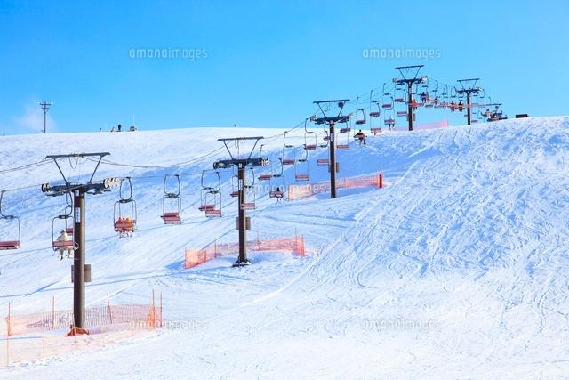 スキー場のリフト10384000182の写真素材イラスト素材アマナイメージズ