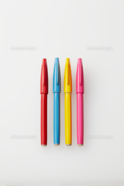 4色のサインペン10387000924の写真素材イラスト素材アマナイメージズ