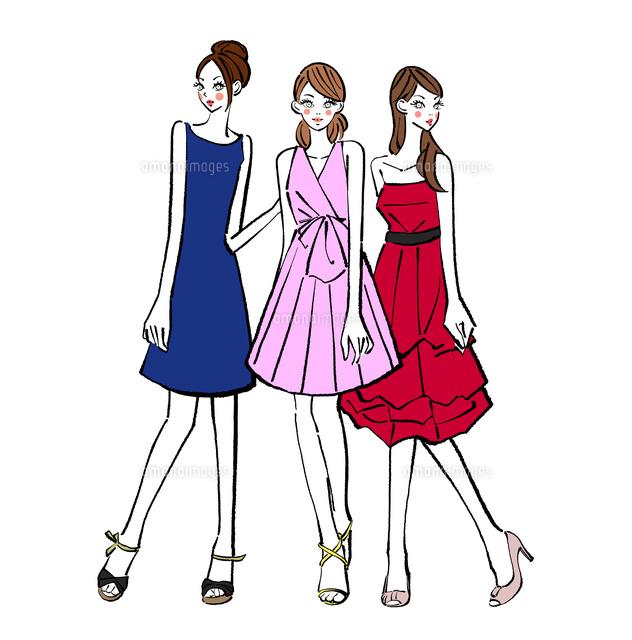 パーティに出席するドレスを着た女の子たち10402000228の写真素材
