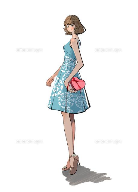 プレゼントを持つノースリーブのワンピースを着た女の子10402000598の