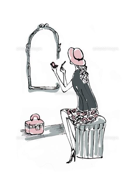 鏡の前で化粧する帽子を被った女性10416000049の写真素材イラスト
