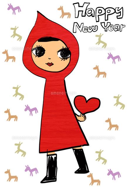 ハートを持って立っている赤ずきんを着た女の子10424000060の写真素材