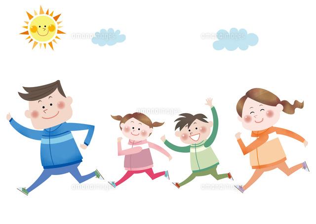マラソンをする笑顔の家族10431000167の写真素材イラスト素材