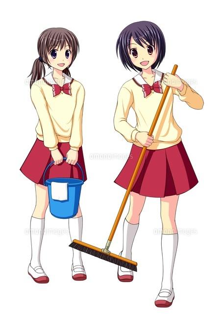 教室で掃除をする女子生徒中間服冬服10438000042の写真素材