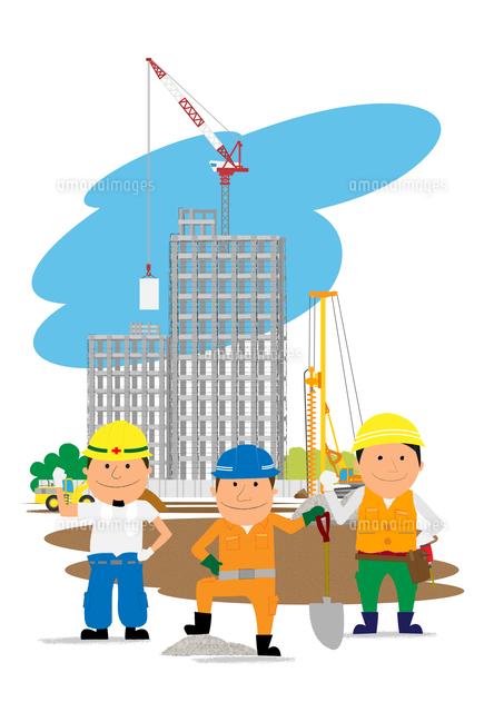 高層マンション建設の工事現場と働く人たち10467000151の写真素材