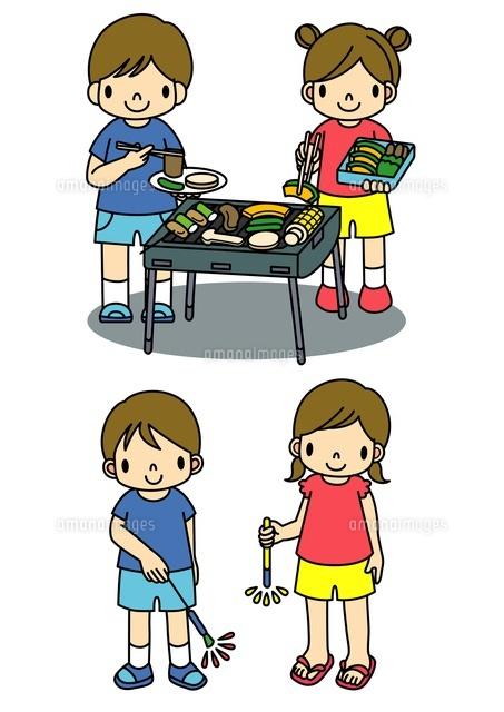 バーベキューと花火をする子供たち10468000047の写真素材イラスト