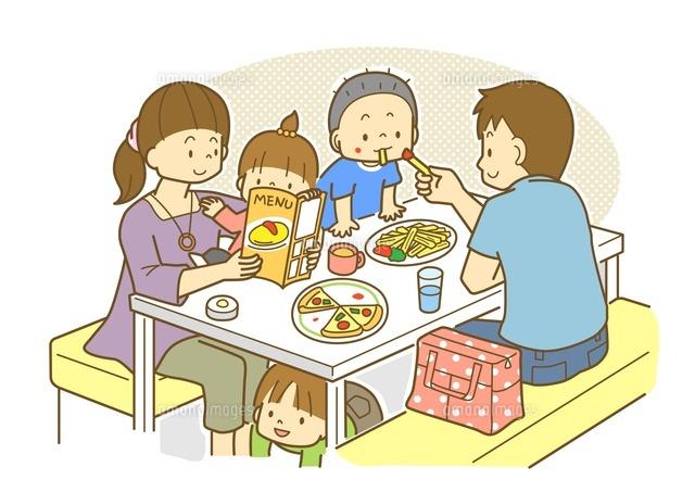 レストランで食事をする家族10468000211の写真素材イラスト素材