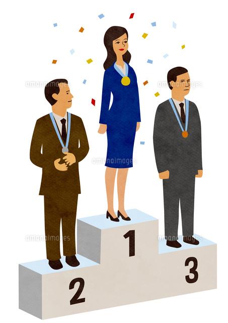 表彰台に 1位が女性ol 2位と3位が男性 の写真素材 イラスト素材 アマナイメージズ