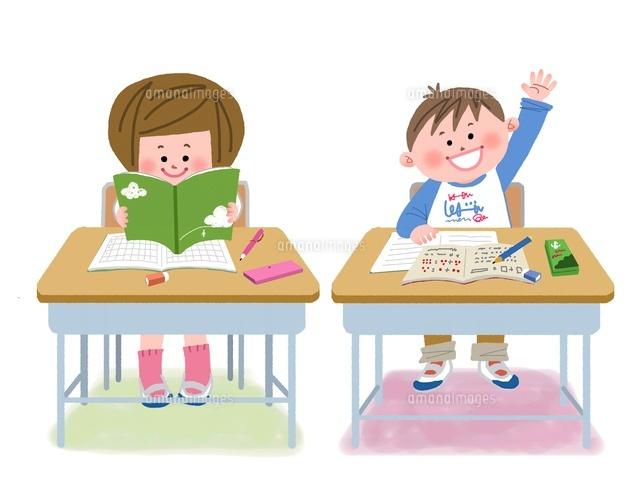 教室で勉強する小学生10473000053の写真素材イラスト素材アマナ