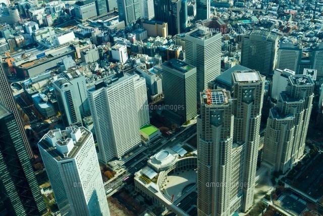 新宿のビル群を空から俯瞰する