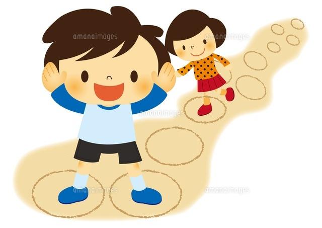 昔あそびけんけんぱをする子ども10490000040の写真素材イラスト