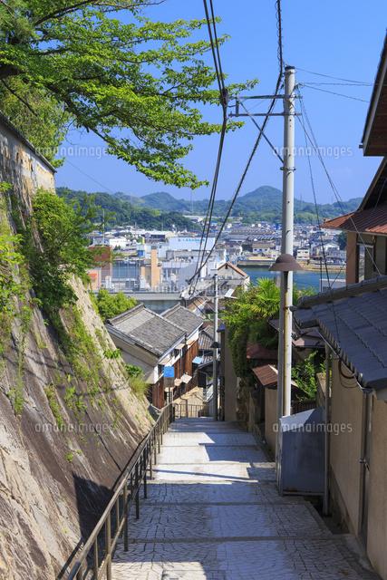 尾道の坂道と風情ある町並み10685004806の写真素材イラスト素材