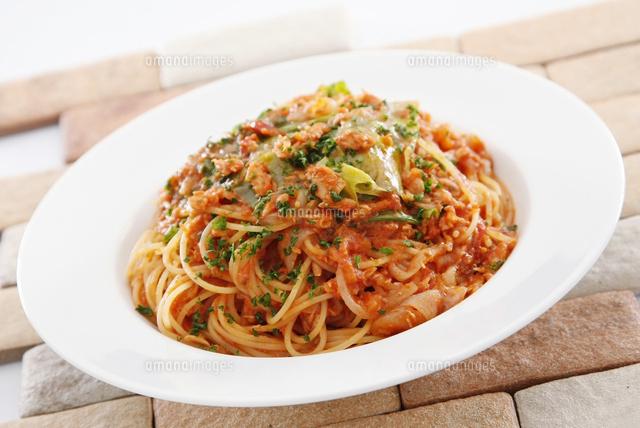 ツナと野菜のトマトソースパスタ10724004767の写真素材イラスト素材