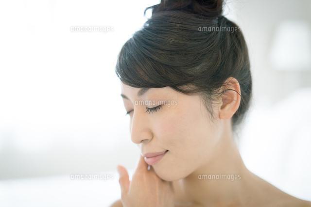 肌の綺麗な美しい女性10736002475の写真素材イラスト素材アマナ