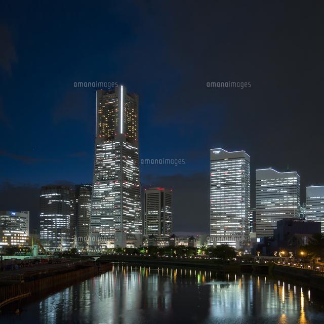 万国橋より望む横浜ランドマークタワーとみなとみらいのスカイライン