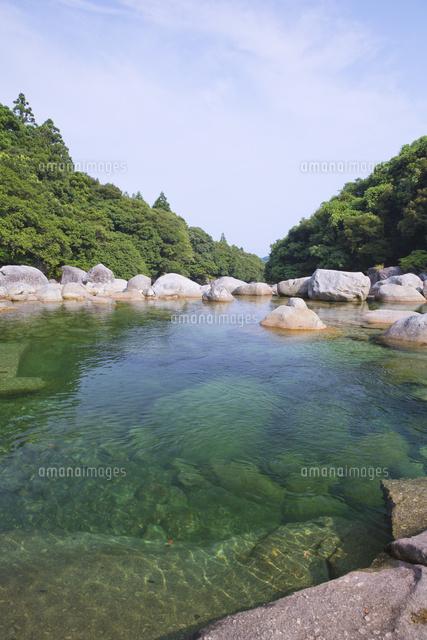 水の綺麗な横河渓谷 の写真素材 イラスト素材 アマナイメージズ