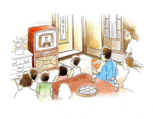 お茶の間でテレビを囲む昭和の家族 の写真素材 イラスト素材 アマナイメージズ