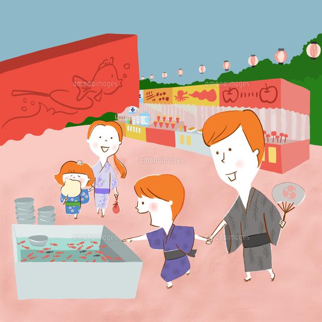 浴衣で夏祭りを楽しむ家族 の写真素材 イラスト素材 アマナイメージズ
