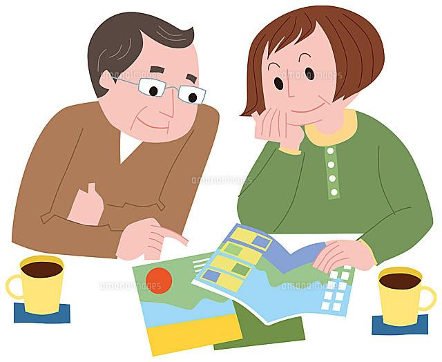 旅行計画を立てる中高年夫婦11002054841の写真素材イラスト素材
