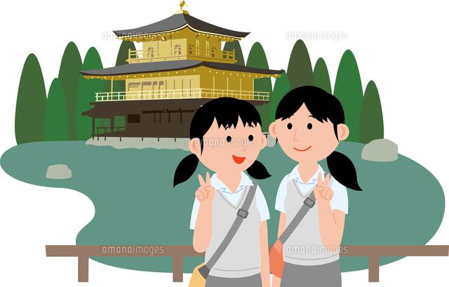 修学旅行で記念撮影をする女子学生2人11002067793の写真素材