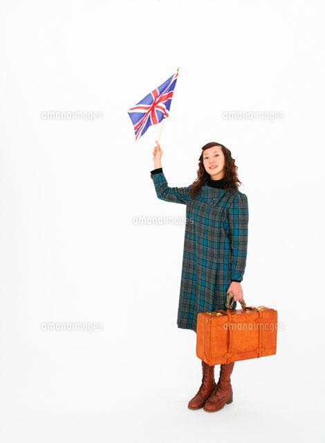 旅行鞄と国旗を持つ女性 11004018717 の写真素材 イラスト素材