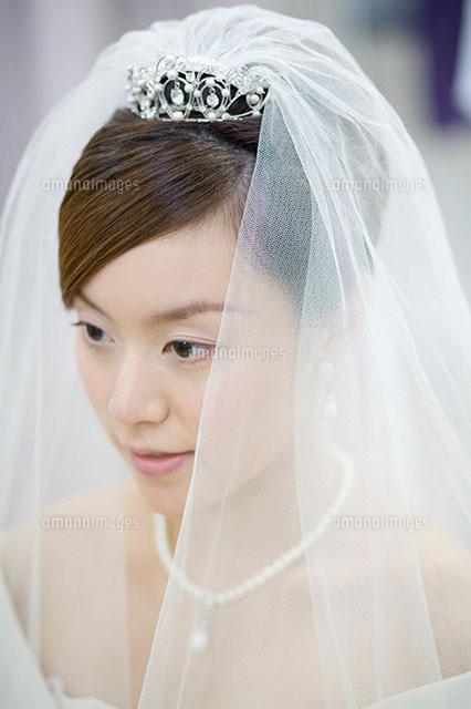 ベールをつけた新婦11004073349の写真素材イラスト素材アマナ