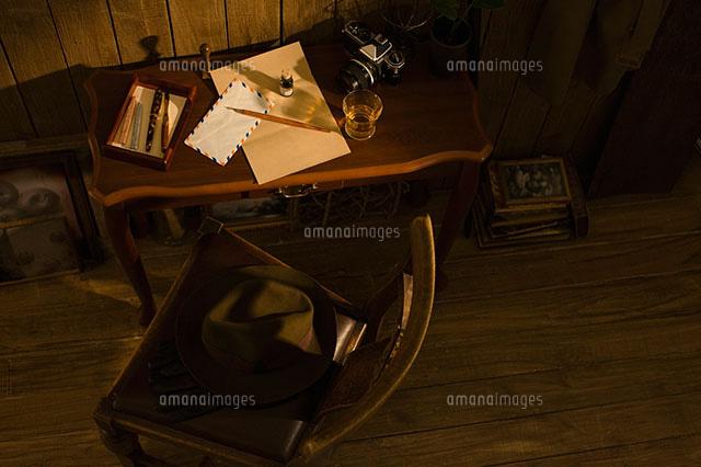 机の上の万年筆と便箋11004076108の写真素材イラスト素材アマナ