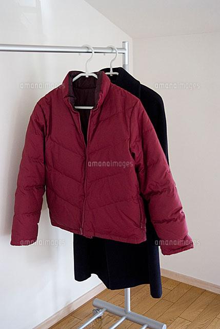 ダウンジャケットとコート11014007832の写真素材イラスト素材