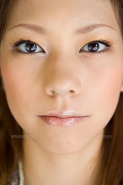 女性の顔 アップ11014022385の写真素材イラスト素材アマナイメージズ