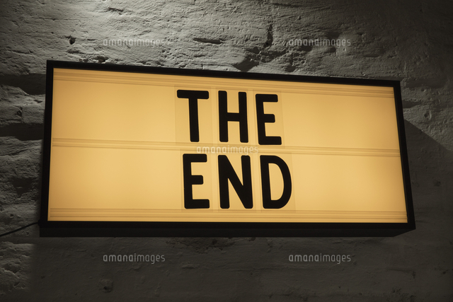 Close Up Of The End Signboard Against Gray Wall11016034799の写真