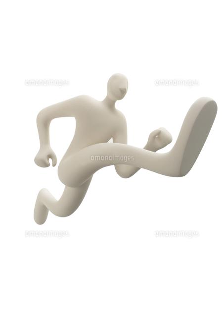 右足を前に走っている人のオブジェ クラフト11017018012の写真素材