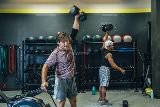 Men lifting weights in gymnasium