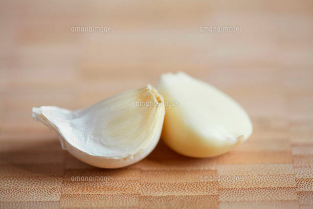 Two garlic gloves
