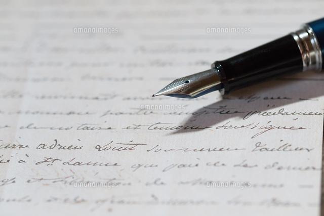 手紙と万年筆11023021230の写真素材イラスト素材アマナイメージズ