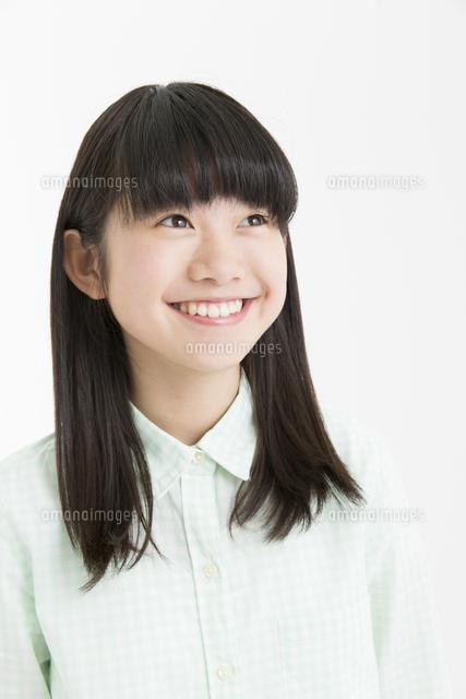 笑顔の女の子11031092547の写真素材イラスト素材アマナイメージズ