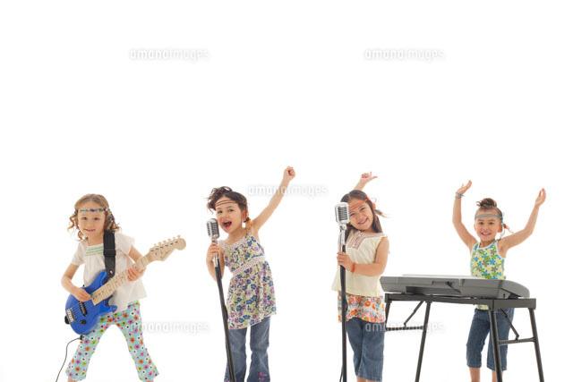 可愛いガールズバンド の写真素材 イラスト素材 アマナイメージズ
