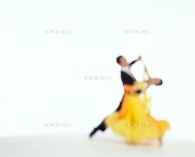 社交ダンスを踊る男女11038012810の写真素材イラスト素材アマナ