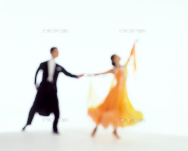 社交ダンスを踊る男女11038012811の写真素材イラスト素材アマナ