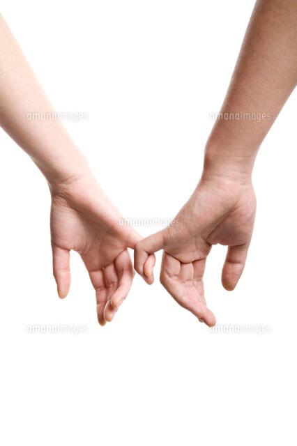 小指をつなぐカップルの手11069002672の写真素材イラスト素材