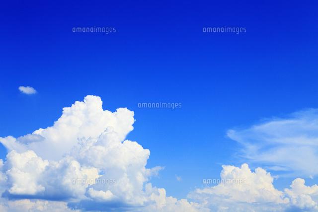 夏空と雲11076009783の写真素材イラスト素材アマナイメージズ