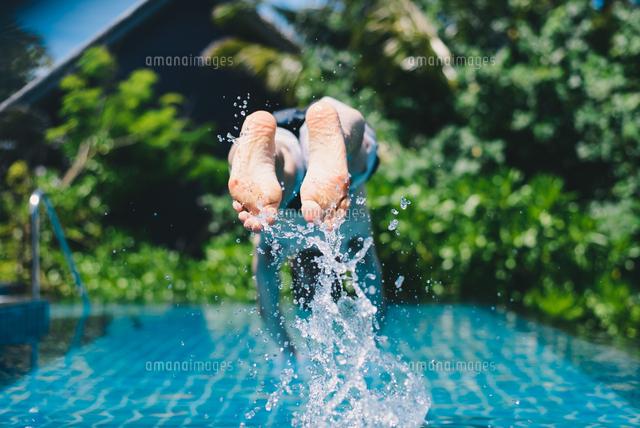 作品番号:11115000591  作品タイトル:Person Diving In Swimming Pool