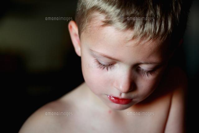 作品番号:11115002181  作品タイトル:Close-up Of Shirtless Boy