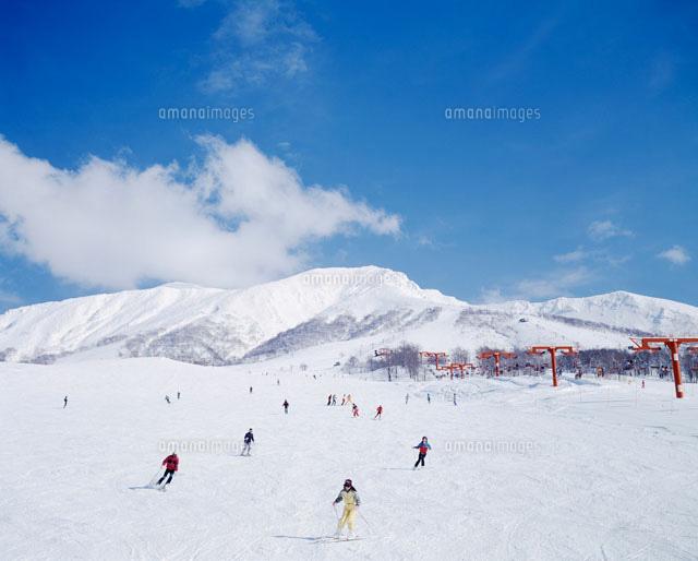 ゲレンデと雪山28144069954の写真素材イラスト素材アマナイメージズ