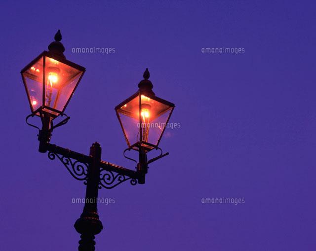 ガス燈28144083014の写真素材イラスト素材アマナイメージズ