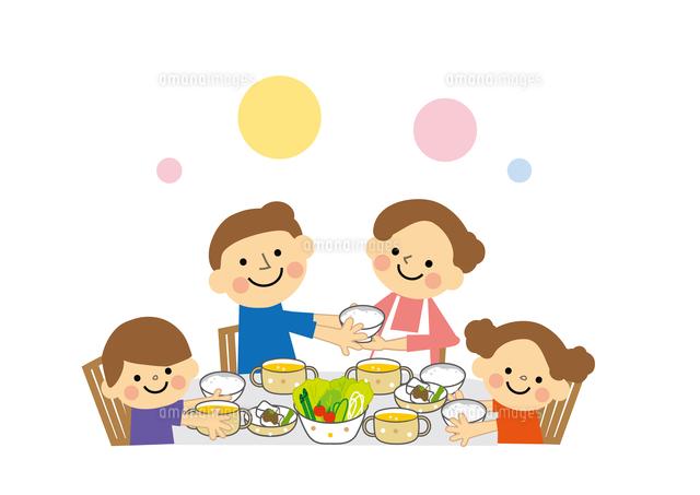 仲良し家族親子 食事60002000099の写真素材イラスト素材アマナ
