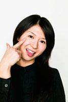 あかんべえをする日本人女性[10272000392]の写真素材・イラスト素材 ...