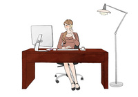オフィスでデスクに座りパソコンで仕事しながらスマホで話す女性 10402000521| 写真素材・ストックフォト・画像・イラスト素材|アマナイメージズ