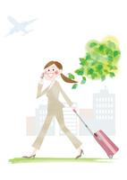 スーツケースと携帯を持つオフィスレディ 10431000211  写真素材・ストックフォト・画像・イラスト素材 アマナイメージズ