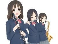 吹奏楽部の女の子3人 10443000006| 写真素材・ストックフォト・画像・イラスト素材|アマナイメージズ