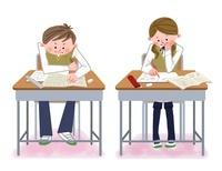 教室で勉強する中高生 10473000057| 写真素材・ストックフォト・画像・イラスト素材|アマナイメージズ